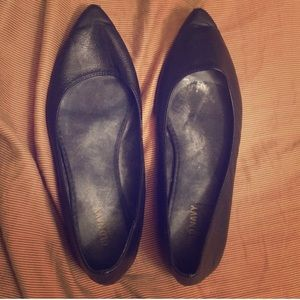 Old Navy black pointed flats - must bundle!!